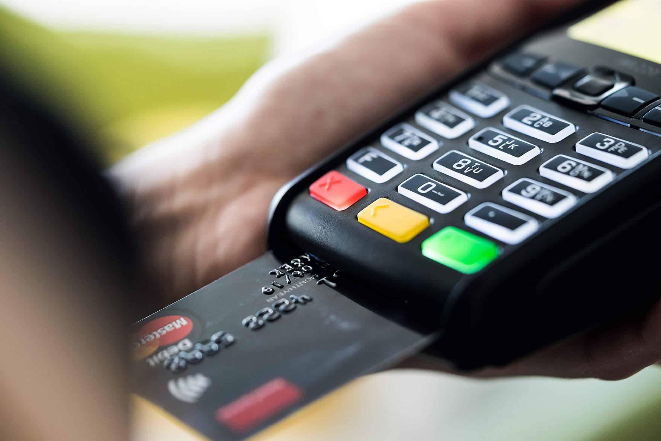 Boursorama, Fortuneo, BforBank … Comment choisir sa banque en ligne?